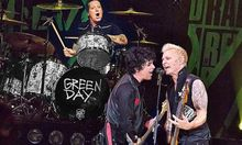 Lirik Lagu 'Wake Me Up When September Ends' Green Day