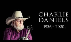 Musisi Country Legendaris Charlies Daniels Meninggal Dunia